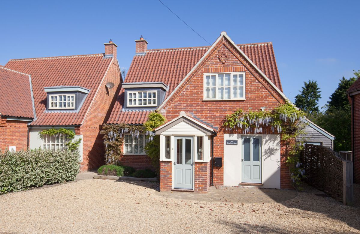 Beachcomber a british holiday cottage for 8 in ,