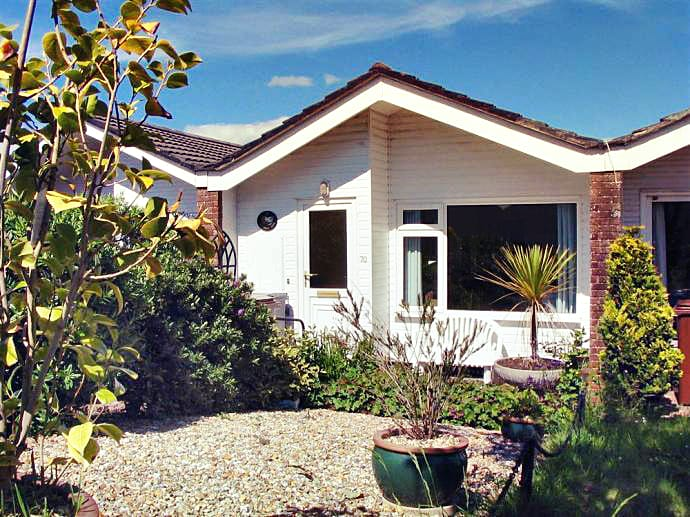 70 Cumber Close a british holiday cottage for 4 in ,