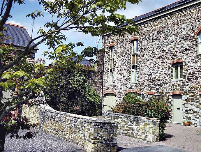 Cobb Barn a british holiday cottage for 7 in ,