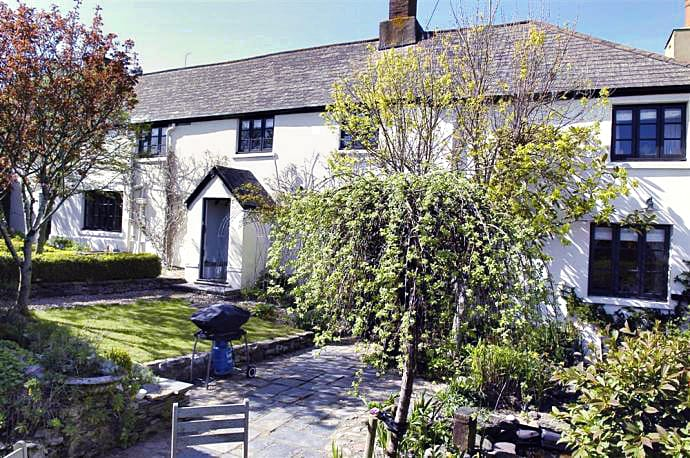 The Long House a british holiday cottage for 8 in ,