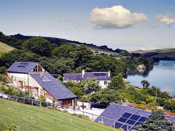 Waterhead Barn and Farmhouse a british holiday cottage for 14 in ,